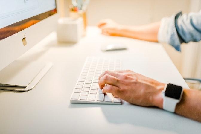 オンラインでの営業とは?テレワークの営業活動に役立つ5つのコツ
